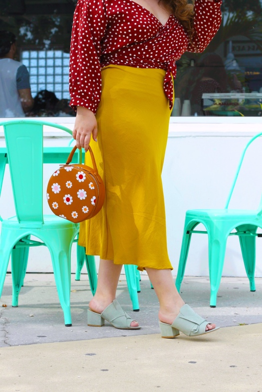 She Wears Color plus size Orlando fashion blogger Shoedazzle
